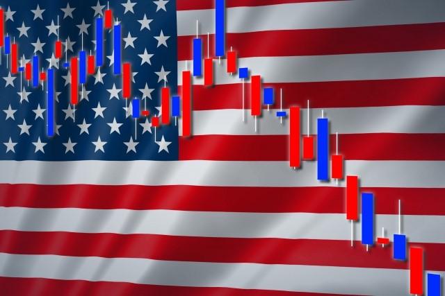 大統領選を彷彿とさせるアメリカの国旗と株価の蝋燭チャート